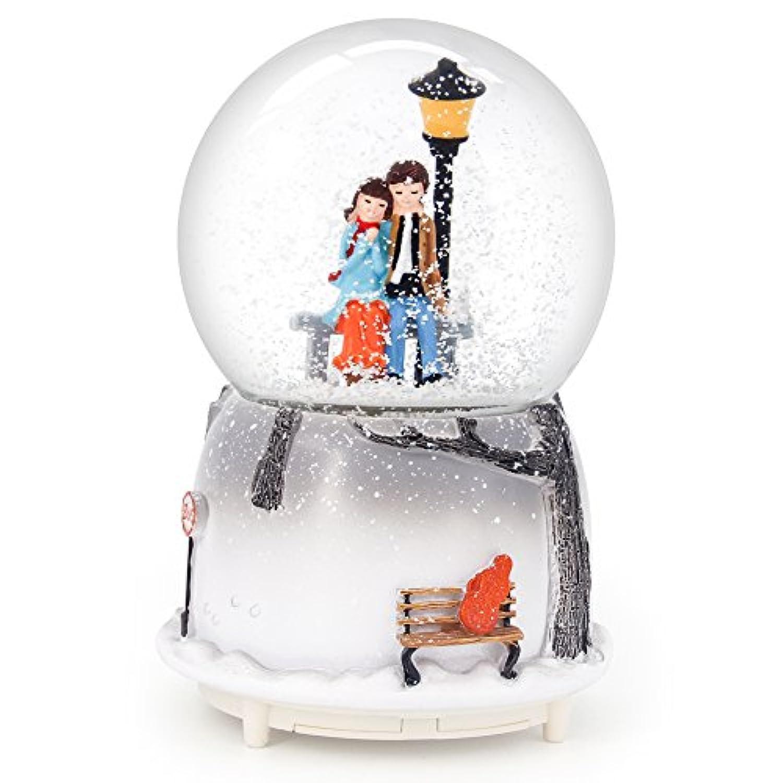 qtmy Musical Snow GlobesオーナメントCouple Lovers Musicボックスwith LEDライトスパンコールクリスマスギフト彼女ガールズ