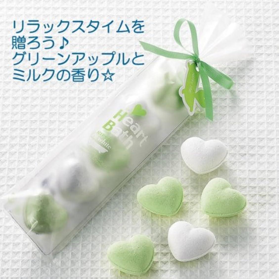 自宅で左振る舞うハート型の入浴剤グリーンアップル&ミルク