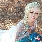 今大人気の 『アナと雪の女王 Frozen』  ★ Elsa エルサ 女王 ★ ウィッグ コスチュム コスプレウィッグ