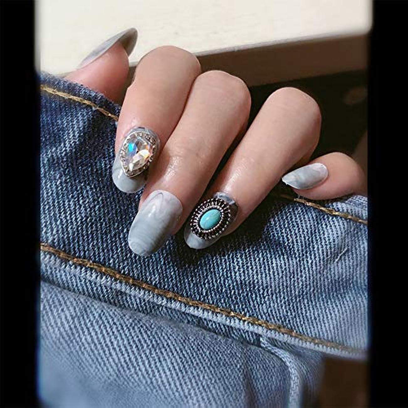 脅迫キャッチ六分儀XUTXZKA 偽の爪を持つ丸い大理石のパターン女性の完全な爪のヒント花嫁の偽の爪