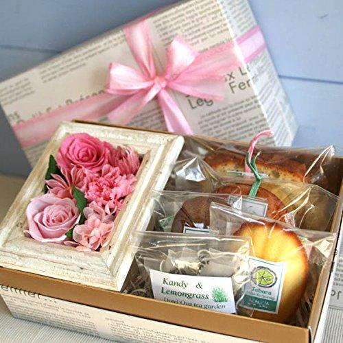 プリザーブドフラワーのミニフレーム&焼き菓子inギフトボックス(ピンク) 額入りローズ&カーネーションとお...