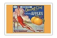 カリフォルニアのリンゴ - ニュータウンPippins - ダイビングガールズブランド - ビンテージなフルーツの木箱のラベル c.1920s - アートポスター - 76cm x 112cm
