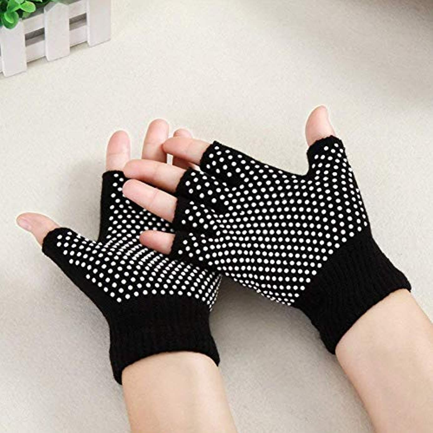 体細胞飼い慣らす酔ったTyou ヨガ手袋 ヨガ グローブ スポーツ手袋 指なし 手袋 指無しタイプ滑り止め付き 通気性 耐磨耗性 スポーツ グローブ 男女兼用