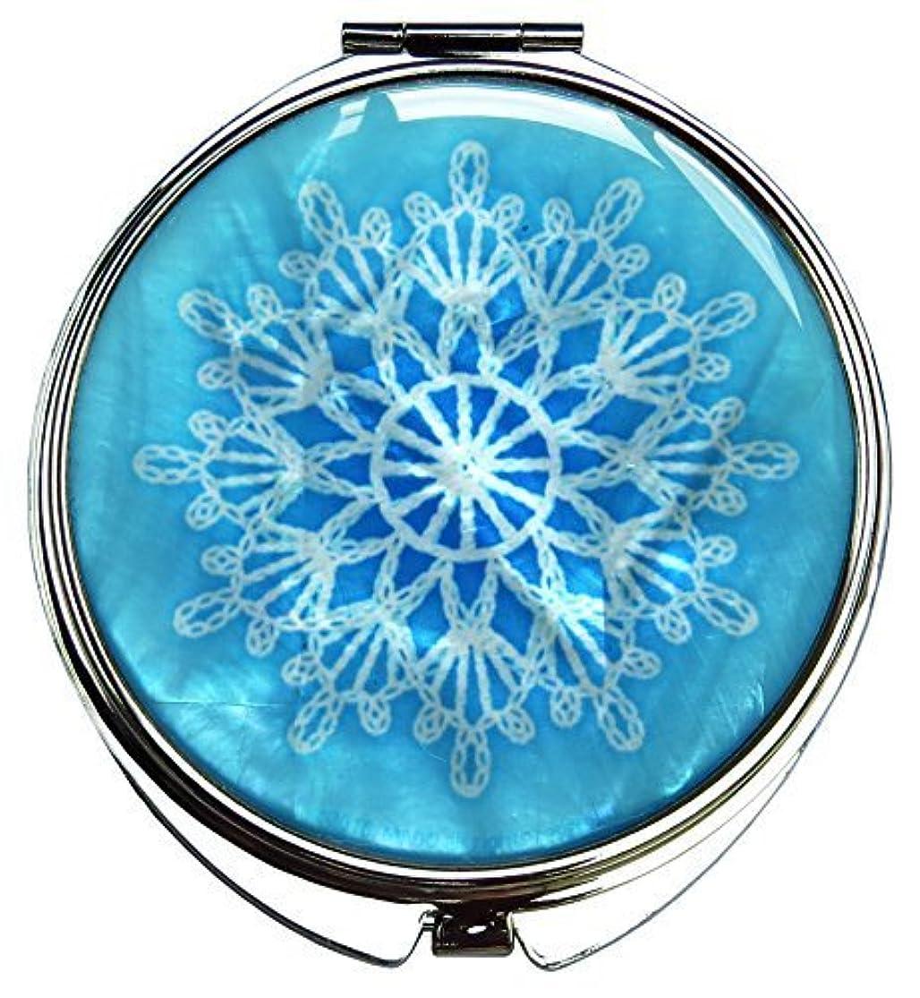 の頭の上余分な混乱させるMADDesign 真珠の金属デュアルコンパクトのスカイブルー折りたたみ化粧鏡の母はスノーフレーク白いレースを拡大します 空色 [並行輸入品]