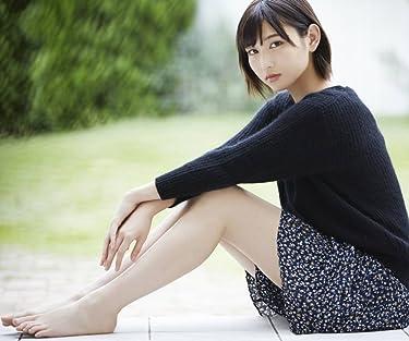 欅坂46  iPhone/Androidスマホ壁紙(960×800)-1 - 志田愛佳 黒のニットに花柄のスカートで裸足