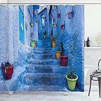 青いシャワーカーテン、モロッコ旅行村のシャウエン市のカラフルな植木鉢の通り、フック付き布生地のバスルームの装飾セット、スカイブルー 165X180 CM