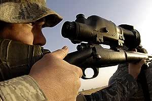 2007–11月14日an AirmanゆっくりSqueezes the Trigger of his m-24Sniper Rifle the Militaryバージョンの近くにRemington 700Kirkuk地域Air Baseイラクポスタープリント( 33x 22)
