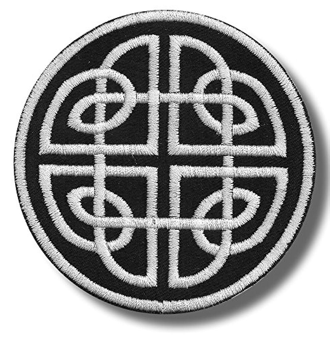 驚ボス火山学Celtic knot variation 2 - 刺繍パッチ, 8x8 cm