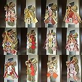 D'Kotte 選べる 豪華 お正月寿飾り 迎春 しめ飾り 正月飾り 寿飾り 鶴 リース 玄関 車に サイズ デザイン選択できます。 取り付けフック付き (中(33cm×16.5cm)粋紅玉飾り)