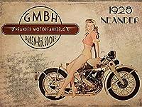 Neander 1928オートバイメタルサイン。セクシーなピンナップGirl withレトロオートバイ