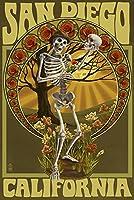 サンディエゴ、カリフォルニア州–Day of the Dead–スケルトンHolding Sugar Skull 24 x 36 Giclee Print LANT-48195-24x36