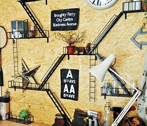 まるで壁がニューヨークのアパートに!非常階段をモチーフにした組み合わせ自由な飾り棚