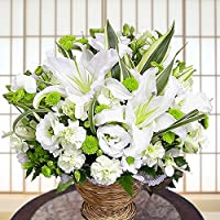 お供えだってお洒落に! グリーンと白オフホワイトのお花が清楚なイメージです。お悔やみに カサブランカの入った白とグリーンの清楚なアレンジ アンのお花屋さん 自社ブランド お悔み・お供え・命日・お盆 日時指定無料