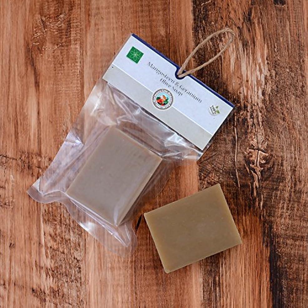 食物マーチャンダイジング上向きハーブ オリーブ石けん 110g コールドプロセス製法 ケミカルフリー 無添加 オーガニック ハーブ 使用 (マンゴスチン & ゼラニウム)