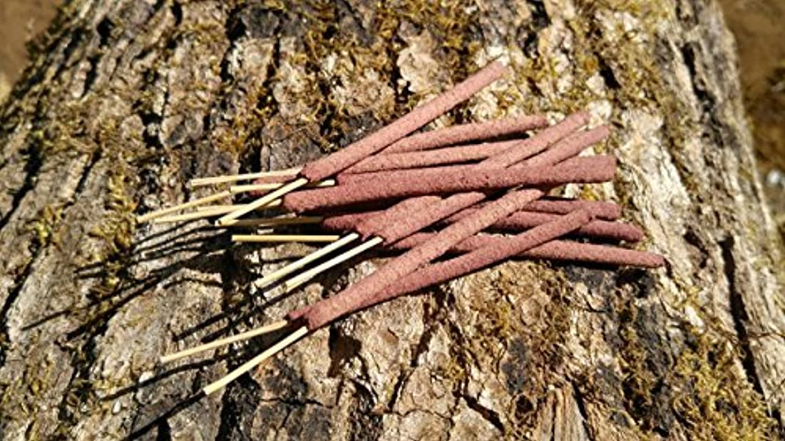 星四牧師12 Rose Incense Sticks - Made With Real Red Rose Petals - All Natural Hand Rolled Herbal Incense [並行輸入品]