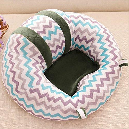 赤ちゃんのお座りはいつから?平均的な時期、練習方法や注意点を紹介