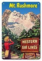 22cm x 30cmヴィンテージハワイアンティンサイン - ラシュモア山国立記念公園 - 米国サウスダコタ州ブラックヒルズ - ウェスタン航空 - ウェスタン行楽地への航路 - ビンテージな世界旅行のポスター c.1950s