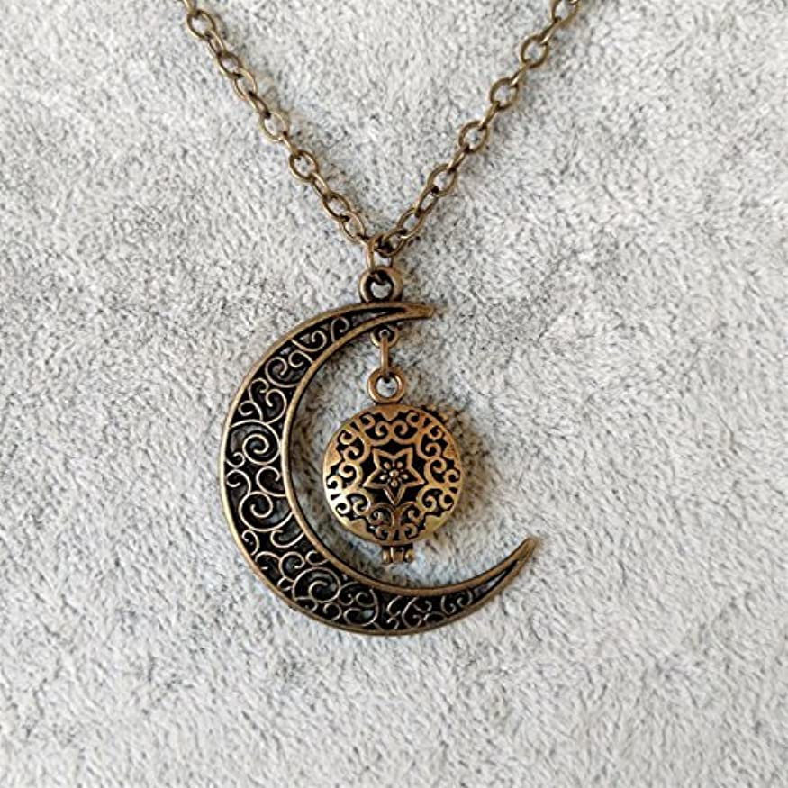 同化軍団もろいLunar Crescent Moon with Small Bronze-tone Locket Aromatherapy Necklace Essential Oil Diffuser Locket Pendant...