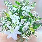 【 花想久里 はなおくり ホワイトピュア な アレンジ 生花 】 などの アレンジ の フラワーギフト に おおきな 百合 がメイン 真っ白 で 清楚