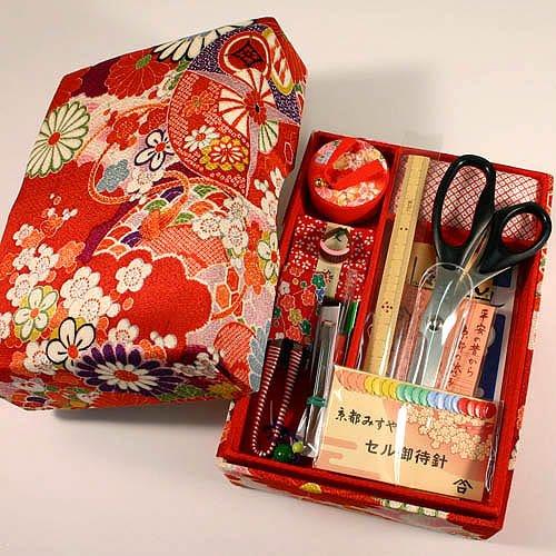 ご結婚御祝や手芸を始めようという方へ 京都発 老舗のお裁縫揃い 14点セット 京都 洛 赤
