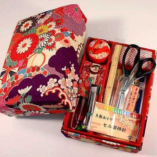 ご結婚御祝や手芸を始めようという方へ 京都発 老舗のお裁縫揃い 14点セット  京都 洛 (紫)