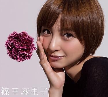篠田麻里子  iPhone/Androidスマホ壁紙(960×854)-1 - カーネーションを持つ篠田麻里子さん。