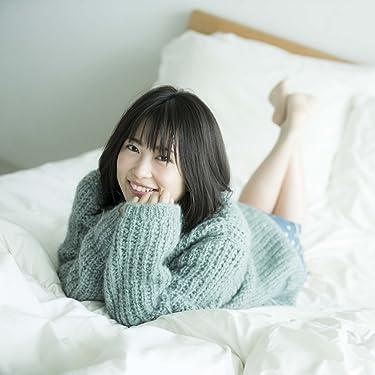 志田未来 iPad壁紙 or ランドスケープ用スマホ壁紙(1:1)-1 - セーターを着てベッドでゴロゴロ