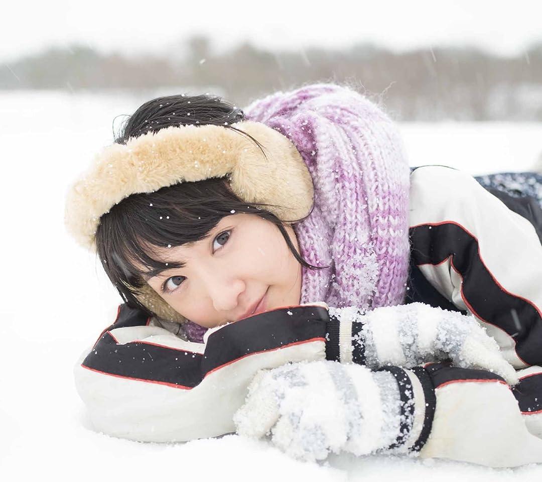 乃木坂46 生駒里奈ファースト写真集『君の足跡』 雪の上で寝る QHD(1080×960)スマホ 壁紙・待ち受け