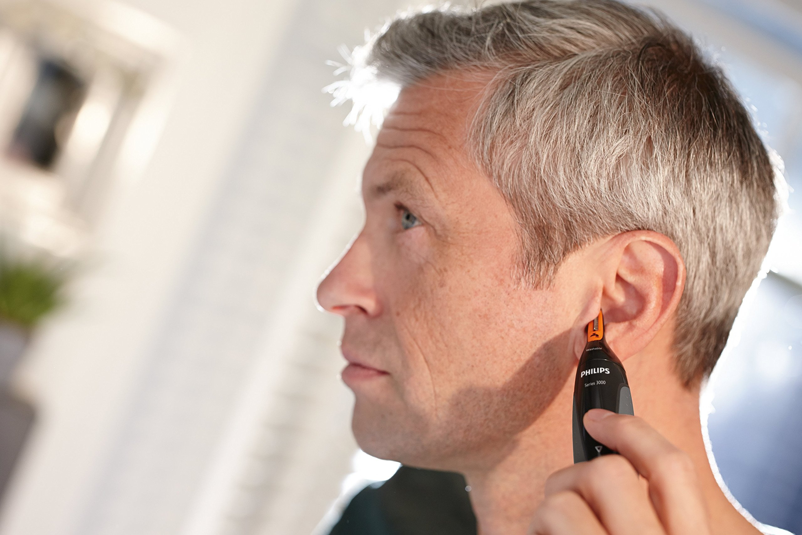 Philips Series 3000 Ear, Eyebrow & Nose Trimmer with 2 Eyebrow Combs & Pouch, Black & Grey, NT3160/10 4