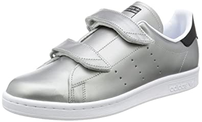 adidas シルバー スニーカー