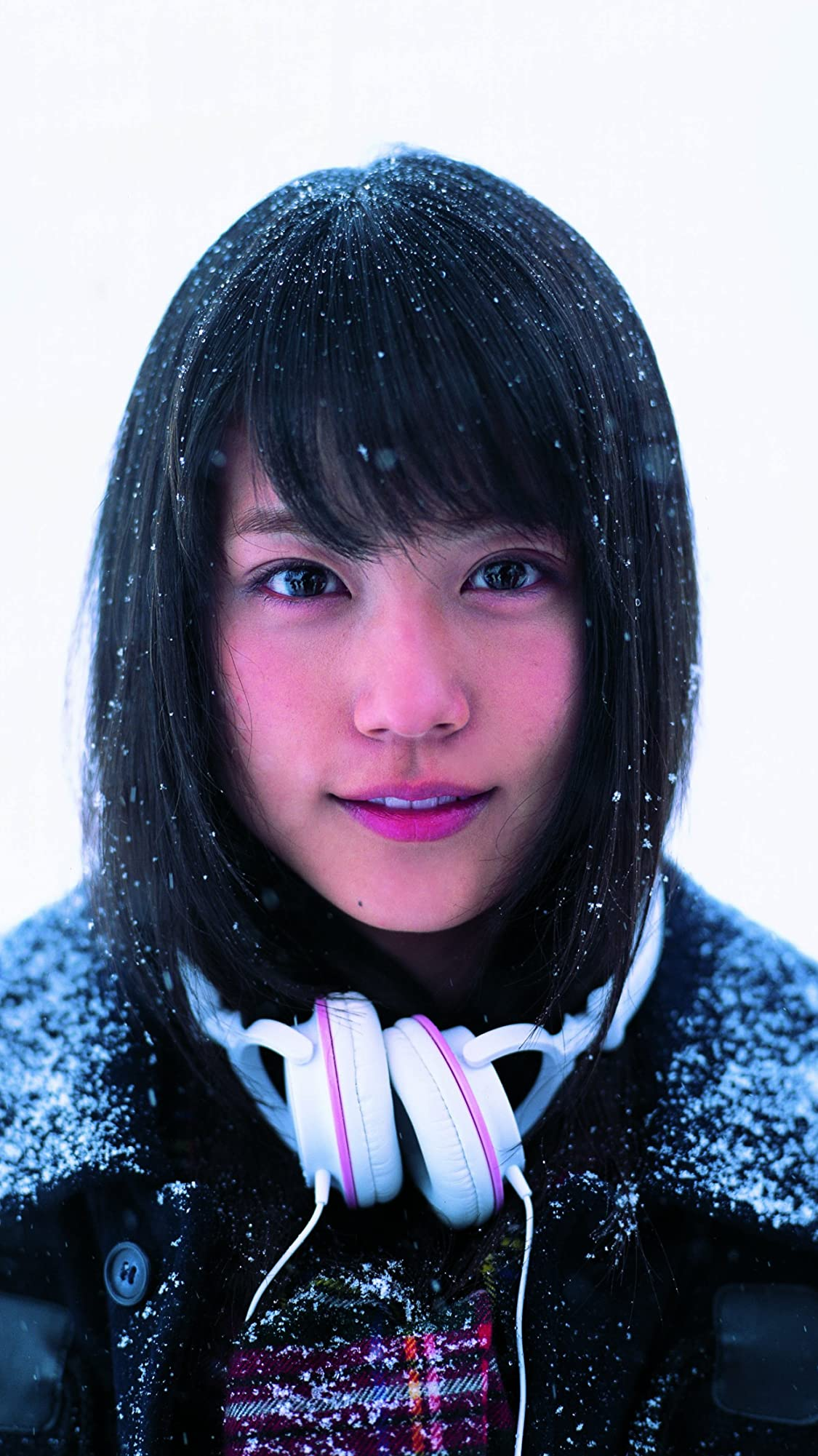 有村架純 1st写真集「深呼吸-Shin・Kokyu-」雪の中で笑顔 iPhone8,7,6 Plus 壁紙 拡大(1125×2001) 画像35962 スマポ