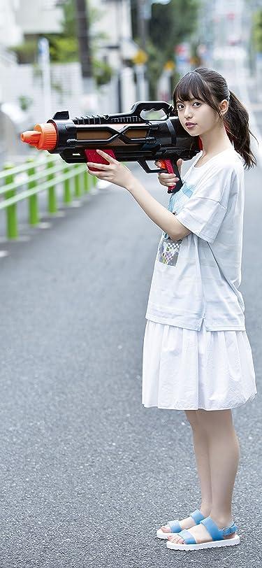 乃木坂46  iPhone/Androidスマホ壁紙(1125×2436)-1 - 齋藤飛鳥 路上で大きな水鉄砲を構える