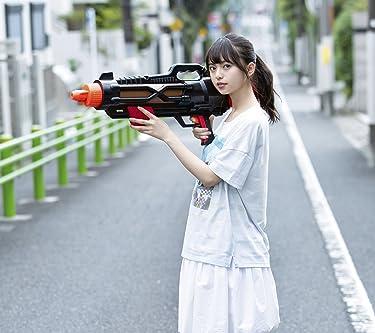 乃木坂46  iPhone/Androidスマホ壁紙(1080×960)-1 - 齋藤飛鳥 路上で大きな水鉄砲を構える