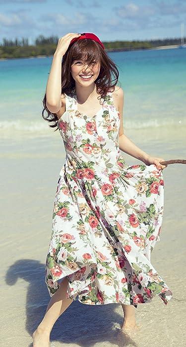 乃木坂46  iPhone/Androidスマホ壁紙(890×1590 or 854×1590)-1 - 浜辺で花柄のワンピースを着た笑顔の白石麻衣さん