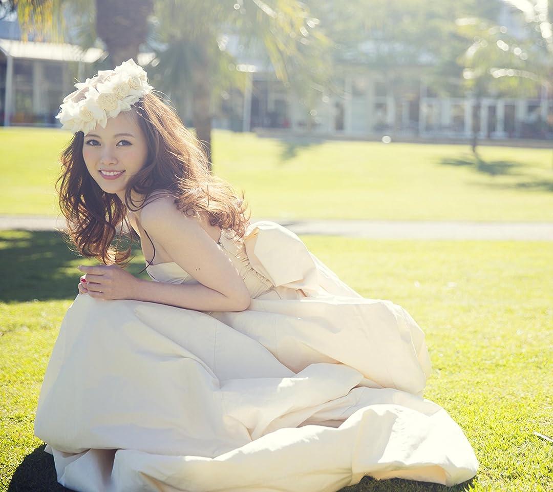 乃木坂46 ドレスを着てしゃがむ白石麻衣さん(1stフォトブック MAI STYLE) QHD(1080×960)スマホ 壁紙・待ち受け