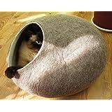 猫ベッド、ハウス 、洞穴, ペットベッド、ウールフェルト、ハンドメイド 。 サンドブラウン色。サイズ: M(中) Kivikis製