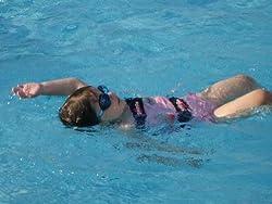 普通の浮き輪と違って、泳げるようになる!