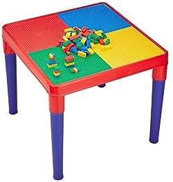 テーブルと椅子のセット。