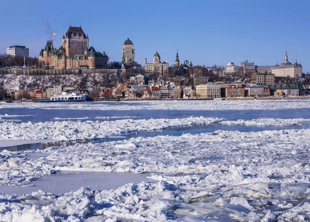 世界遺産 セント・ローレンス川の流氷とケベックの町並み。ケベック・シティ/カナダ freeサイズ スマホ 壁紙・待ち受け